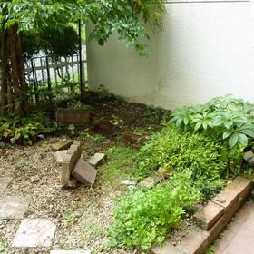 花壇の解体・レンガの回収-BEFORE01