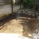花壇の解体、庭石撤去